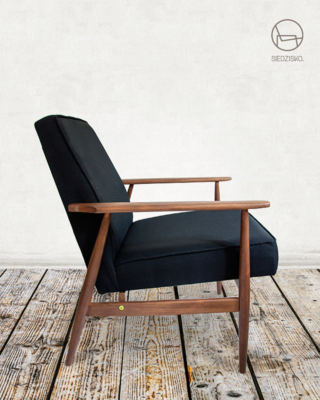 """Wytwór Prl-owskiej wyobraźni w """"siedziskowym"""" wydaniu!   Projektant: H. Lis, typ 300- 190, lata 60-te. Wykonanie: drewno bukowe wyszlifowane, wygładzone, zabezpieczone, wykończone lakierem pół-mat. Barwione w kolorze dąb średni. Tkanina obiciowa o drobnej strukturze, w kolorze czarnym. Wymienione wszystkie elementy tapicerki."""