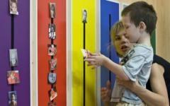 Autizmus: a szülők szerepe  Hogyan segíts a gyermekeden?  A terápia hatékonysága szempontjából nagyon fontos a szülőkkel való együttműködés.  A gyermeket ugyanis a szülő ismeri legjobban, még, akkor is, ha viselkedését, reakcióit, szóbeli, vagy nonverbális kifejezéseit szokatlanak, furcsának találja és nem mindig érti.  #autism #autizmus