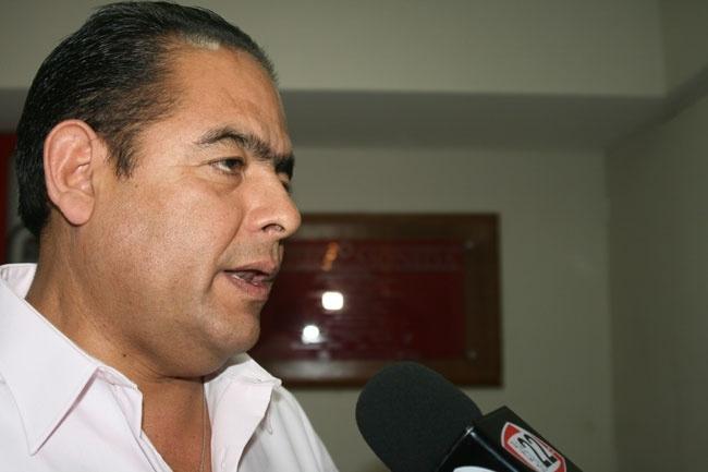 * El Síndico Arturo Rangel presidió la reunión en la que los responsables de las áreas jurídicas del Ayuntamiento entregaron las primeras propuestas para la construcción de dicho reglamento.