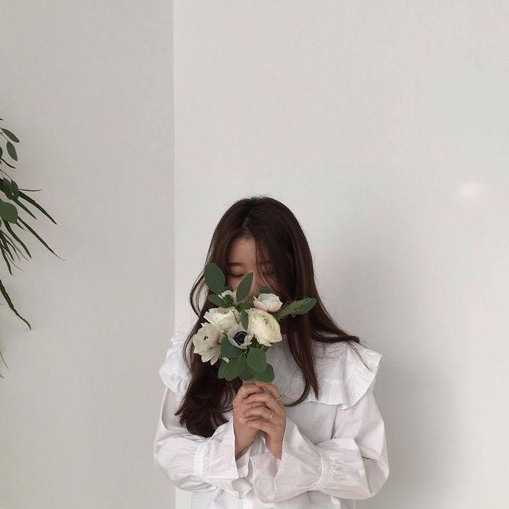Картинки кореек без лица с развивающими листьями