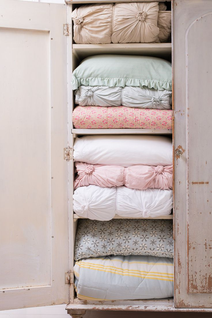 Some delicious Lazybones Bedding would fill my dream boudoir amoires!  ❤