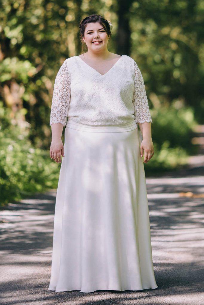 Collection capsule robe de mariée grande taille buste blousant en dentelle. Modèle réalisé sur mesure par la créatrice à Lyon