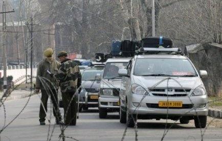 L'armée indienne a tué un soldat pakistanais qui s'était introduit du côté indien de la frontière disputée avec le Pakistan, dans la région du Cachemire, ont annoncé vendredi des responsables des deux pays rivaux.