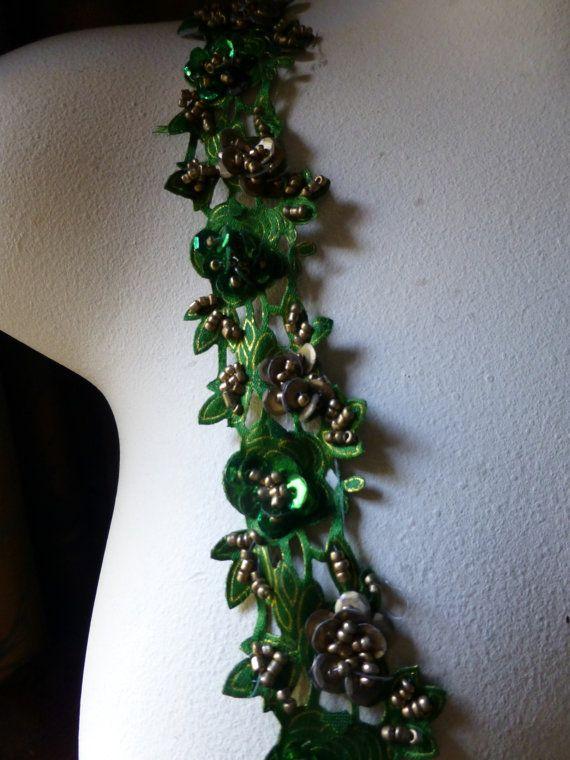Satijn bloemen Beaded Trim 18 in smaragd groen door MaryNotMartha
