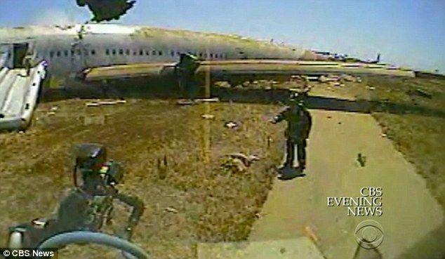 Ye Mengyuan, una china de 16 años, sobrevivió al accidente del vuelo Asiana 214 en San Francisco, pero minutos más tarde falleció arrollada dos veces por los carros de bomberos que acudieron al rescate.