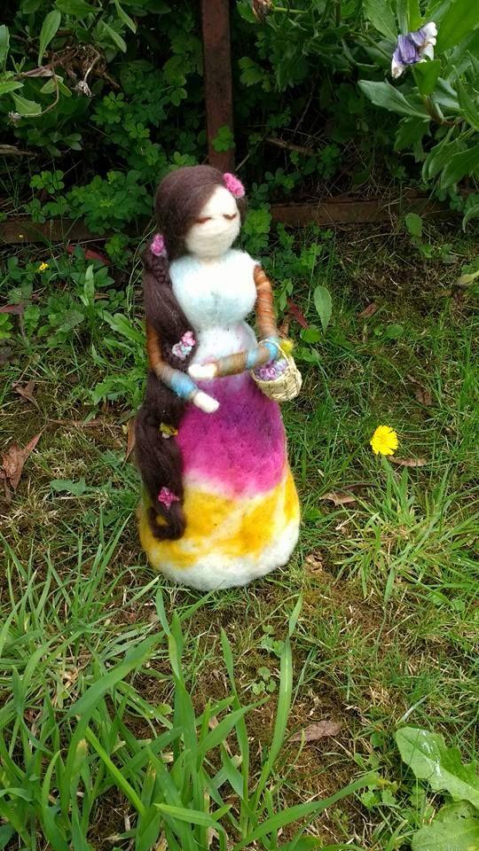 Dama en el jardín en vellon agujado