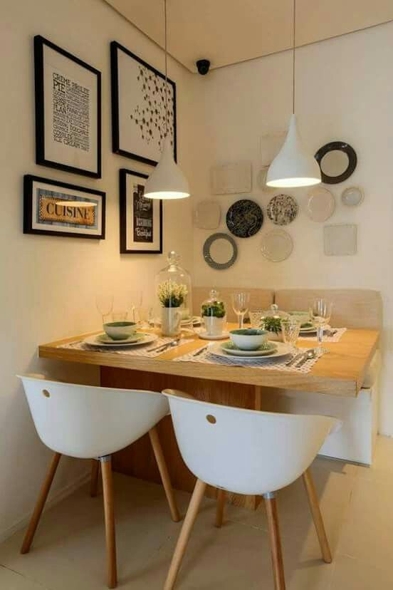 in a small nook...a dinning room!