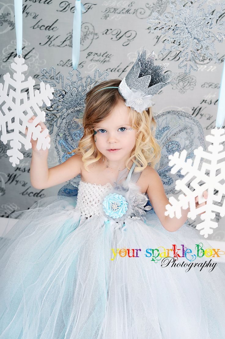 Snowflake #3 - what a pretty girl! Mostly pinning this for photo prop ideas.. love this picture!