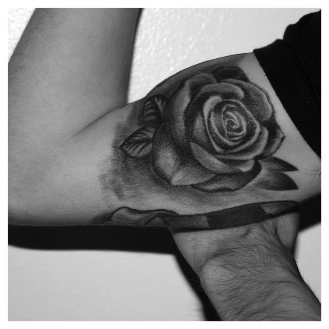 Tattoo Leg Man Rose Flower Black And White: 17 Best Ideas About Mens Rose Tattoos On Pinterest