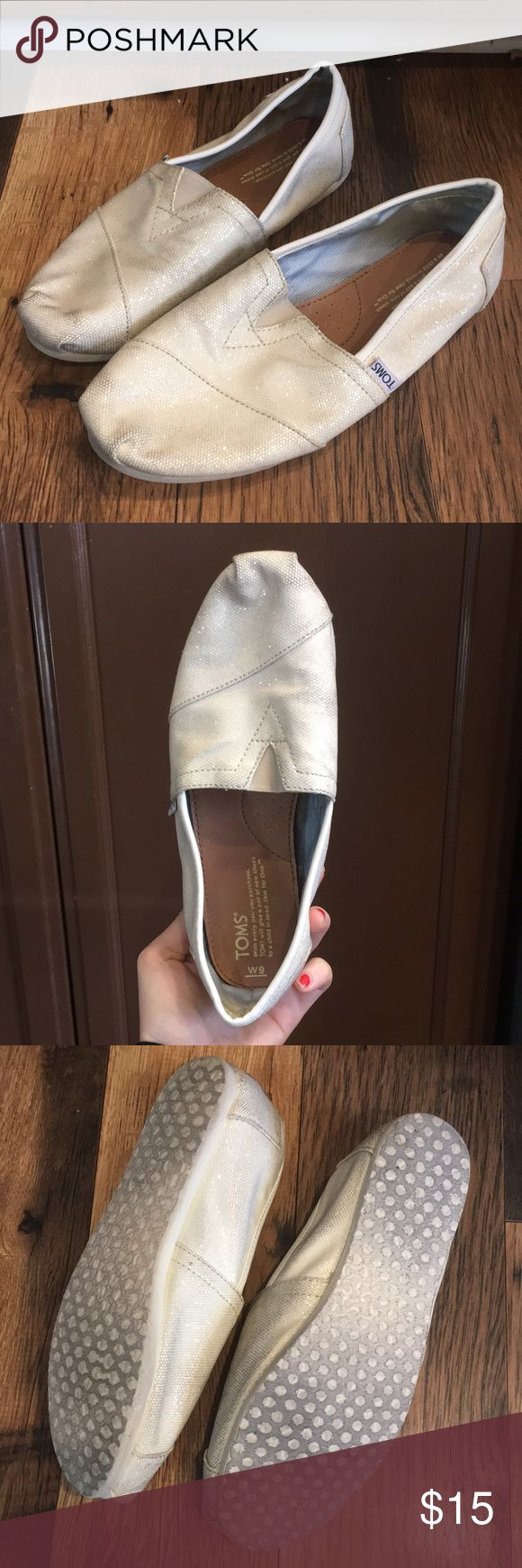Cream sparkle toms Cream/ off white sparkle toms. Size 9. Used condition but no signs of wear or flaws, they Just need to be cleaned. Toms Shoes Flats & Loafers