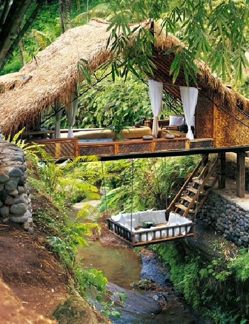 Treehouse style. J'adore!: Grownup Treehouse, Favorite Places, Hanging Beds, Trees Forts, Grown Up Trees, Trees House, Treehouse Style, Dreams Coming True, Cool Treehouse