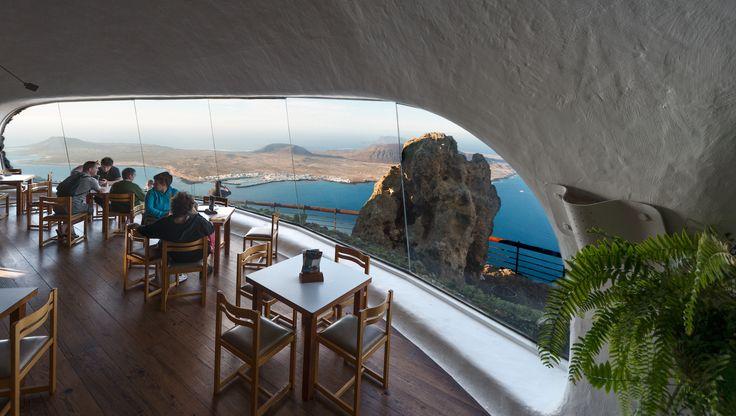 Mirador Del Río, Lanzarote:  Un lugar perfecto para disfrutar de la tranquilidad, mientras disfrutas  de las vistas del archipiélago Chinijo.