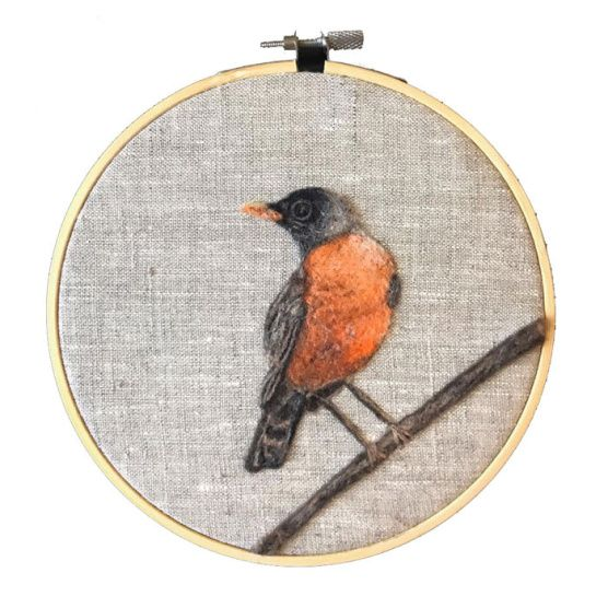 Needle Felted Robin Picture by Sarah Ann Jump featured on www.livingfelt.com/blog.