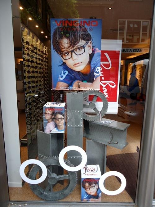 Vingino kinderbrillen etalage bij Bril 29 in Wageningen
