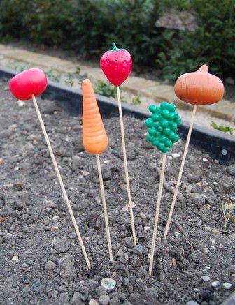 @Gloria Mladineo Mladineo Fajardo     Great plant markers for the preschool garden! Lots of ideas for gardening with preschool children on this site.