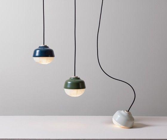 Les designers de KIMU Design explique que l'idée de cette lampe The New Old One vient de l'intersection entre le monde oriental et occidental, géographiquement et culturellement, tout comme Taïwan d'où ils sont issus.  Ils jouent le rôle d'une ligne invisible reliant les deux mondes. Héritant de la beauté de la tradition chinoise et la volonté d'embrasser l'innovation de l'Ouest, la conception de cette lampe est la chimie entre l'est et les lumières de l'Ouest.