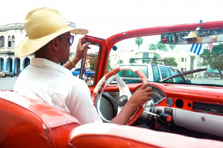 A l'occasion du 11e Havana Club Cocktail Grand Prix, Laura Centrella vous raconte la fabuleuse histoire du rhum cubain à travers ses trois cocktails emblématiques: le mojito, le daiquiri et le Cuba libre. De quoi vous donner envie d'aller visiter La Havane, splendide capitale cubaine.