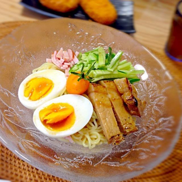 遅めのランチ♡ 冷麺を作りました꒰  *‾ʖ̫‾ ꒱  *ゆで卵 *ロースステーキ *きゅうり *ハム *父のプチトマト - 11件のもぐもぐ - 冷麺*8/30 by yukibo