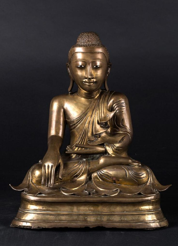 Lot: Arte Sud-Est Asiatico  A bronze sculpture of Buddha, Lot Number: 0327, Starting Bid: €900, Auctioneer: Capitoliumart s.r.l., Auction: AUCTION 217 - CHINESE, ISLAMIC & ORIENTAL ART, Date: June 15th, 2017 CEST