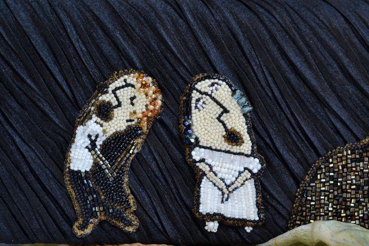 """Комплект """"Евгений Онегин"""". Готовая сумочка, декорированная моей вышивкой бисером. На передней части фигурки артистов, исполняющие арию оперы П.И. Чайковсккого по роману А.С. Пушкина """"Евгений Онегин"""" перед роялем. Эскизы персонажей были взяты у художницы Анны Аренштейн. Фотограф: Анна Дехтярева"""