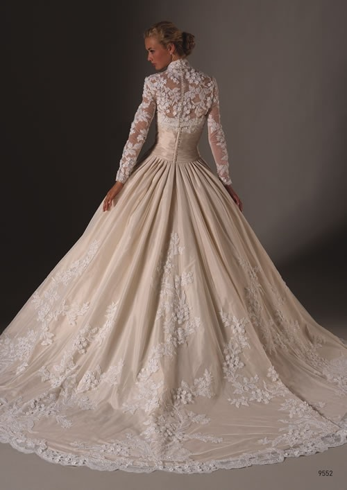 The most beautiful gown i 39 ve ever seen i am still old for Winter vintage wedding dresses
