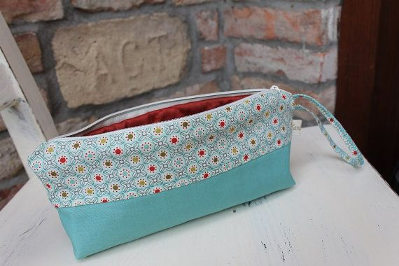 Cosmetic pouch Turquise Pencil case floral cotton make by BYildi #zipper #canvaspurse #pencilcase #flowerspurse #womengift #toiletrybag