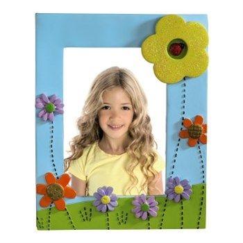 Hama. Rámeček Summer, 10x15 cm. - dětský portrétový rámeček s třpytivými květinami - pro fotografii formátu 10x15 cm - opěrka pro postavení na stůl, polici a pod. - sklo: plastové - materiál: plast. Foto Dlejš, cena 199 Kč.