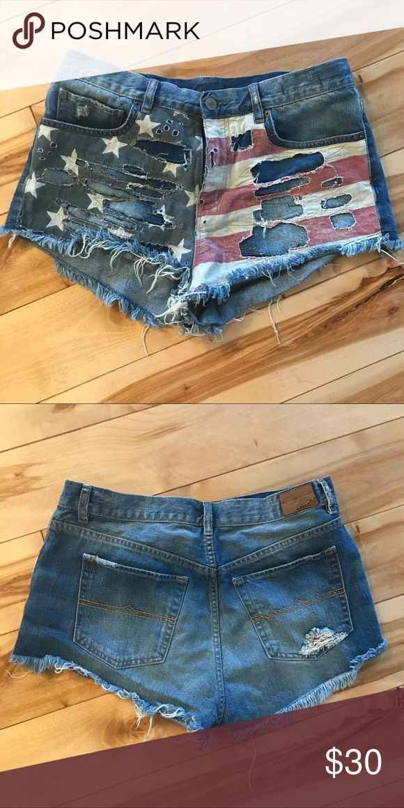 Forth of July Shorts by Ralph Lauren 🇺🇸🎉 Perfect for The Forth of July!! 🇺🇸 Demin shorts by Ralph Lauren - vintage cut off style.  No size tag but fits a 30/31. Denim & Supply Ralph Lauren Shorts