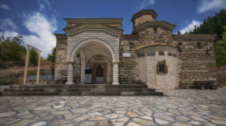 Monastery - The monastery of Saint Paraskevi was built in 1792 by Giorgos or Gousios Hatzipetros next to the chapel of Metamorphosis Sotiras, which was probably built before 1792. It is a royal rhythm with a dome.