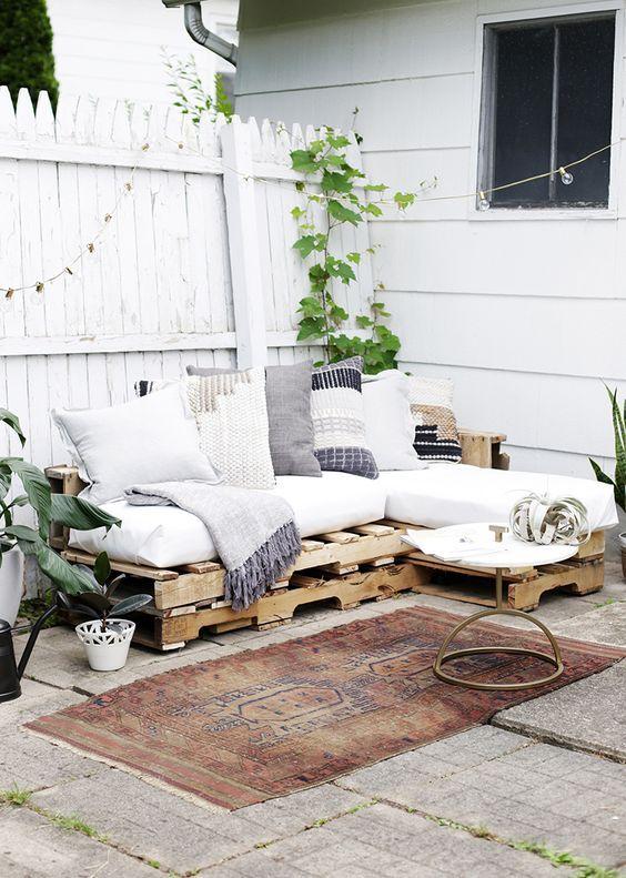 loungebank in tuin pallet