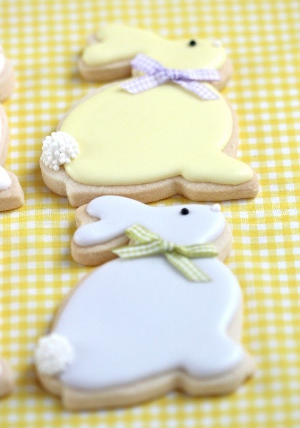 Easter Bunny Cookies, Easter decorated cookies, Easter food ideas #2014 #Easter #Day #recipe #food #dessert #ideas www.loveitsomuch.com