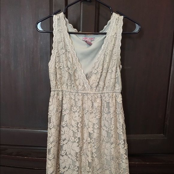 Grey Summer Dress Lacy!!!  Size is medium, but it runs small! Lace is beautiful. Smoke and let free home  Dresses Midi