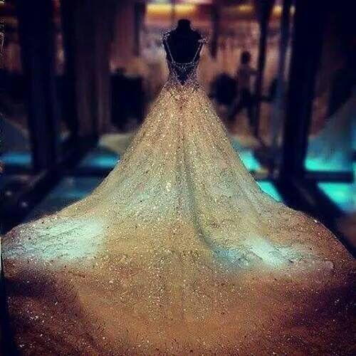 It's a little bit over the top, but I would definitely wear it! The dress seems so magic! I love it!