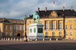 COPENAGHEN - Visitare l'Amalienborg, la residenza invernale della famiglia reale