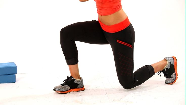 How to do a lunge. Personal Trainer and model Layla Luciano.