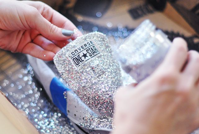 Glitter Converse DIY Instead of Twinkle Toes that are 65 bucks.... :) Christmas present for the girls?