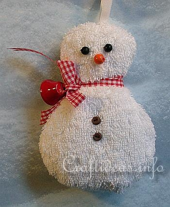 Washcloth Snowman Craft, a craft  that I will make time for to do with my kids this early winter.