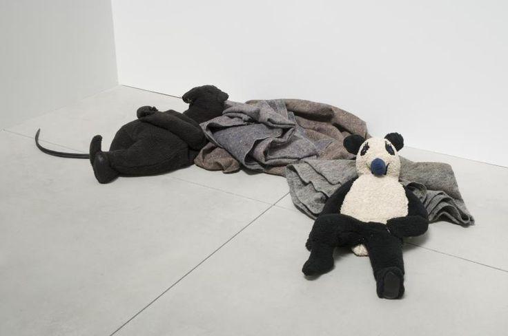 "Peter Fischli David Weiss ""Rat and Bear (Sleeping)"", 2008. © Foto: Courtesy Fischli Weiss Archive, Zürich"