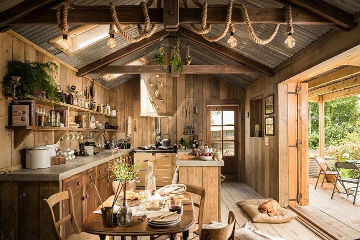Winding through North Cornwall's country lanes discover this authentic woodcutter's cabin tucked away in a hidden corner of Trebudannon, a tiny rural hamlet of sweet cottages and farmland near Mawg…
