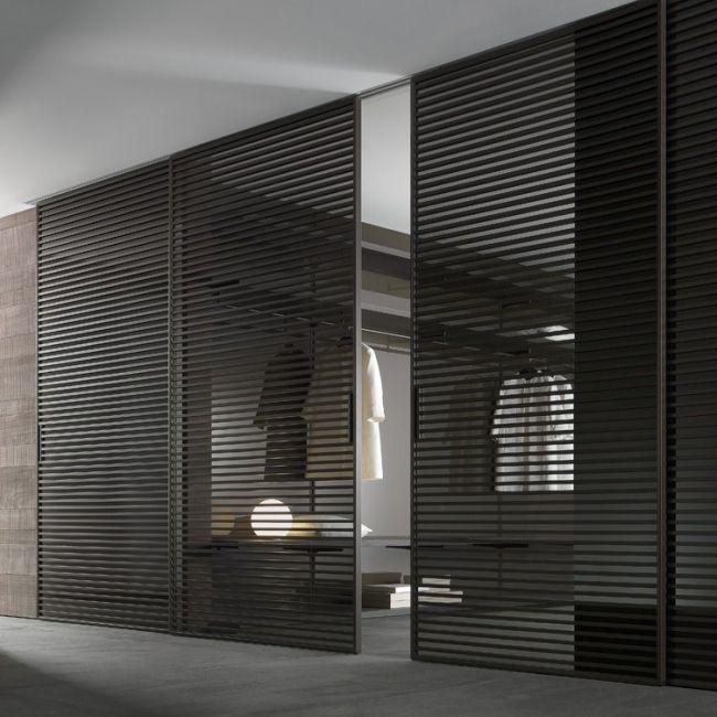 Stripe is het nieuwe systeem van schuifdeuren, schuifpanelen gekenmerkt door aluminium dwarsprofielen aan weerszijden van de deuren, zodat de composities dubbelzijdig zijn. Stripe is een systeem bedacht voor elk deel van het huis alsmede voor de professio