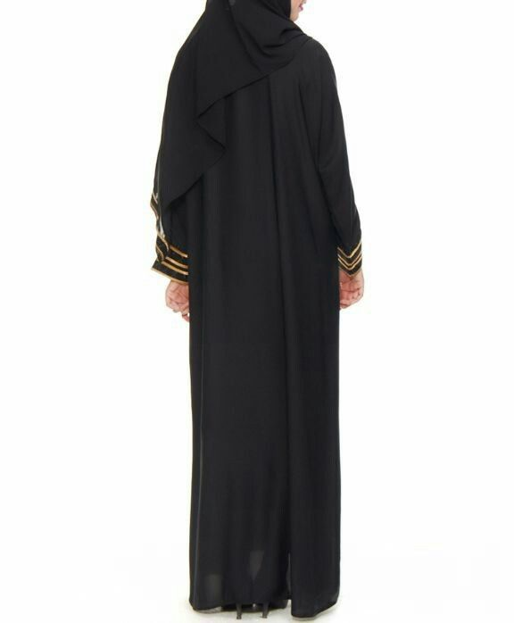 Jubah abaya hitam dengan sulaman emas dubai clareta. Belakang kosong tanpa sulam