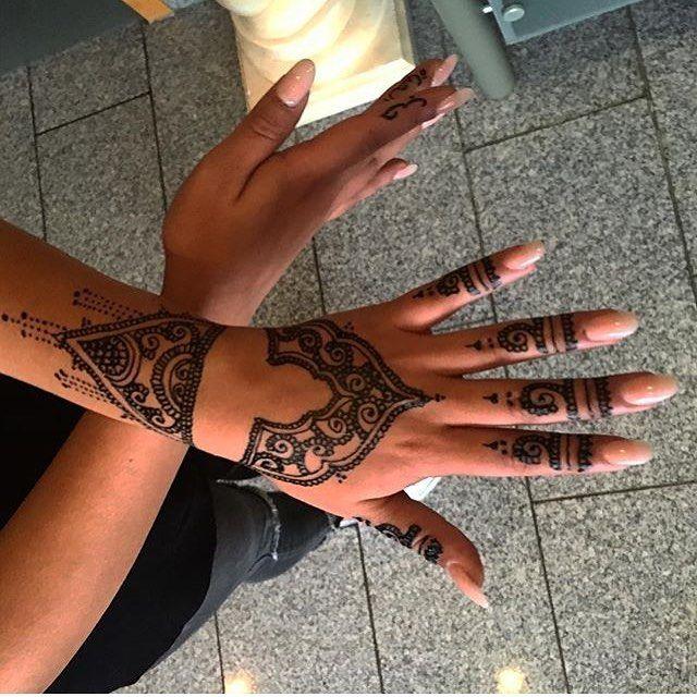حناء حنتي حنه حنى حنايات حنايه نقش نقوش نقشات كشخه العيد صالون صالونات نقش الحنا ابوظبي دبي Hena 7ena عر Henna Hand Tattoo Hand Henna Tattoos