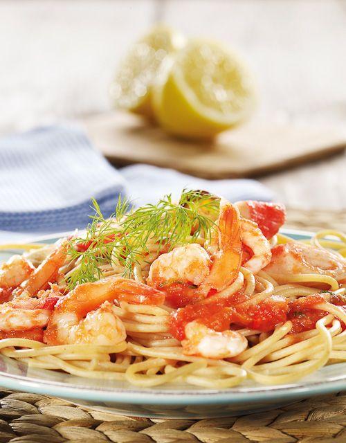 En enkel og lett middag bestående av pasta med skalldyr og krydret tomatsaus.