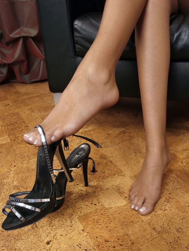 женские ножки и раб - 14