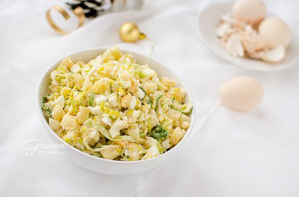 por, 150 g selera konserwowego po odcedzeniu, 340 g ananasa świeżego albo z puszki, 5 jajek, 3 – 4 łyżki majonezu,  1 łyżka jogurtu naturalnego
