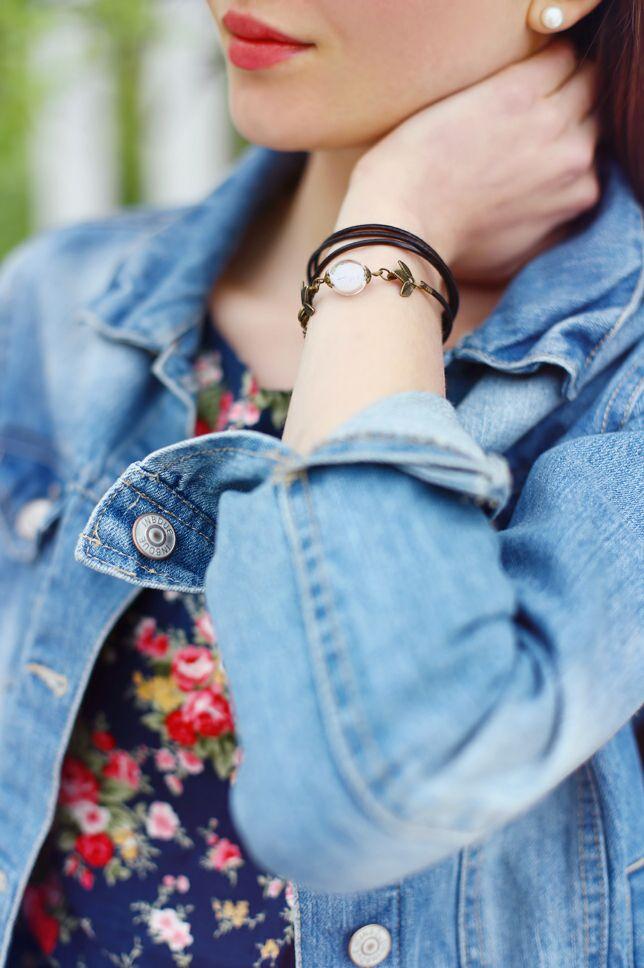 Jeansowa Kurtka Granatowa Sukienka W Kwiaty I Czarne Sportowe Buty Ari Maj Personal Blog By Ariadna Fashion Wrap Watch Accessories