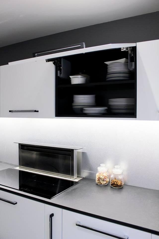 cuisine eclairage led sous meuble haut plan de travail en. Black Bedroom Furniture Sets. Home Design Ideas