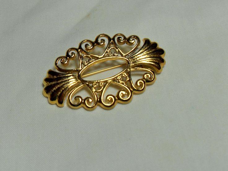 Classic Oval Gold Brooch, Filigree Gold scarf pin, Filigree design, budget…