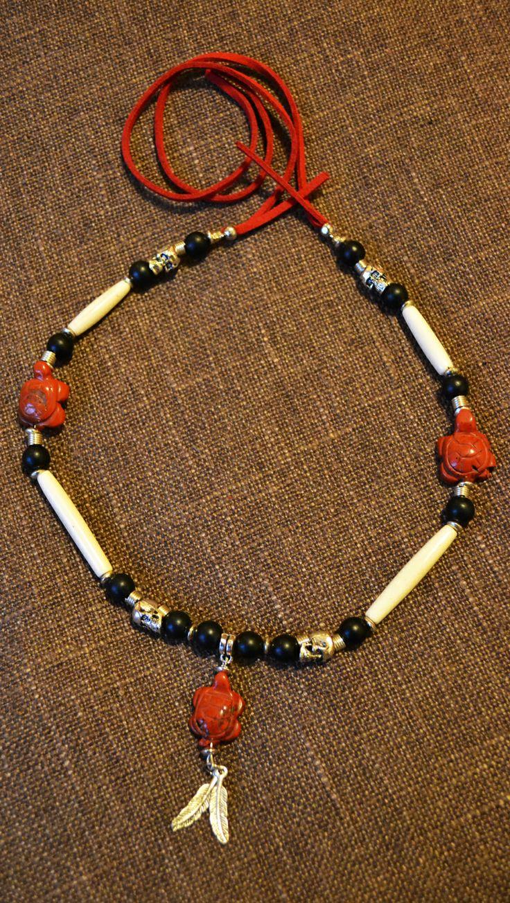 Girocollo Nativo Americano con Air Pipe Beads in Osso, Perle in Pietra Nera, Teschietti e Piume in Argento Tibetano