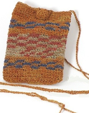 This colorful satchel is ideal to carry your cell phone or any other personal items. It has been completely handmade by the Koya tribe (Argentina) with Chaguar fibers. This natural yarn is organically colored with natural vegetable pigments obtained from local bushes and trees. This pretty sachel is a perfect eco friendly gift. This item has been woven by the female Koya artisans in orange, blue and red shades. Other colors and designs are also available.